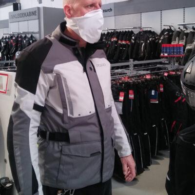 Medi-Cheval® Mehrweg-Gesichtsmaske im Motorradgeschäft