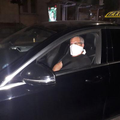 Medi-Cheval® Mehrweg-Gesichtsmaske als Taxi Fahrer mit Brille